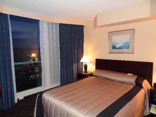 Rosedale on Robson: Suite bedroom