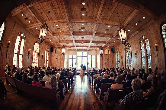 Honey Lake Plantation Resort & Spa: Awe-inspiring Honey Lake Chapel provides the perfect setting for a church wedding for up to 250