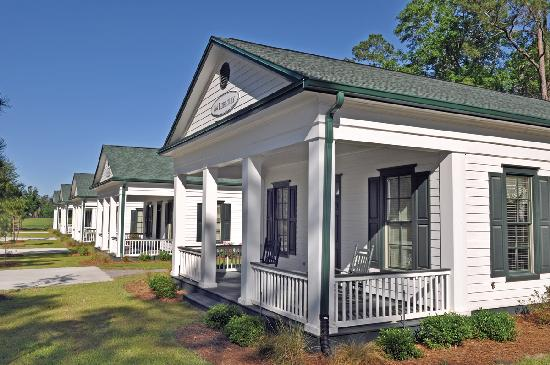 Greenville, FL: Five Pines cottages offer incomparably breathtaking, panoramic views of pristine Honey Lake, and