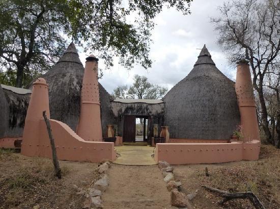 Hoyo-Hoyo Safari Lodge : L'entrée principale