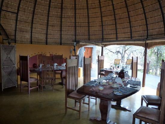 Hoyo-Hoyo Safari Lodge: La salle à manger