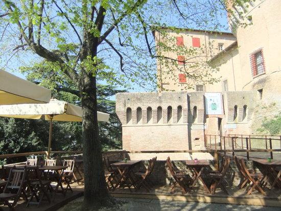 La Locanda Del Castello : spazio esterno