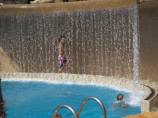 3 me piscines avec cascade picture of camping castell - Piscine avec cascade ...