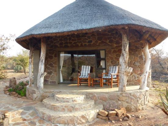 Iketla Lodge: Notre chalet -- vue de l'extérieur