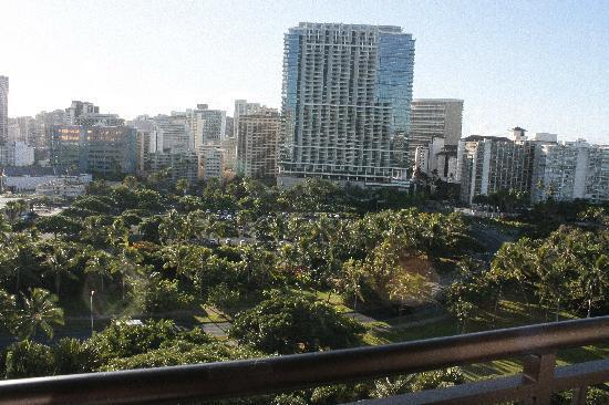 Hale Koa Hotel: Full view to the city life
