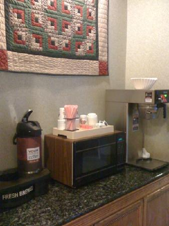 Quality Inn: coffee area