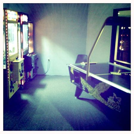 Quality Inn: game room