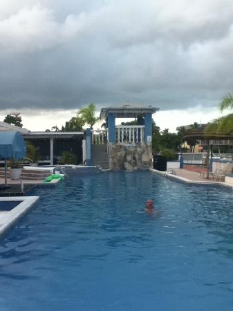 Ocean Reef Yacht Club & Resort: VIEW FROM THE POOL