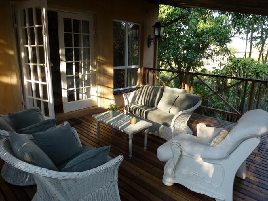 Petite Provence B&B: Le salon privatif à l'extérieur de la chambre