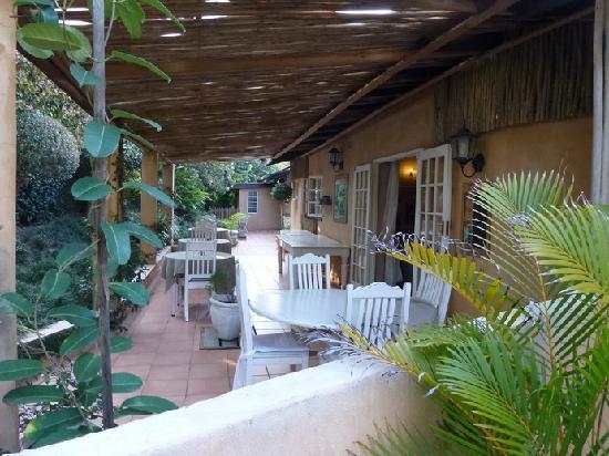 Petite Provence B&B: La terrasse pour le petit-déjeuner