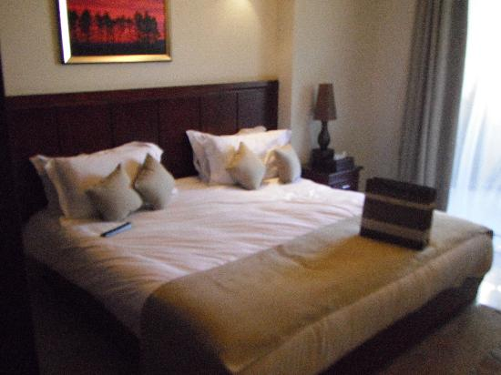 Midtown Hotel and Suites: The Room
