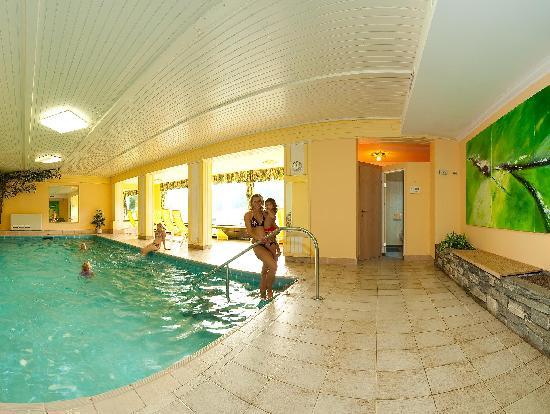 Wohlfühlhotel Martinerhof: Indoor Swimmingpool