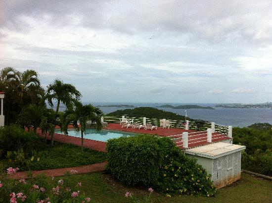 Sunset Ridge Villas: View from Villa over common pool