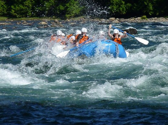 Nelson Whitewater Rafting Co. : Racchina Rapids