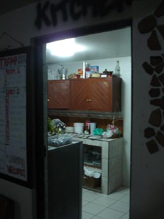 Supertramp Eco Hostel: Kitchen