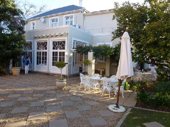 River Manor Boutique Hotel & Spa : Les différents batiments : la réception