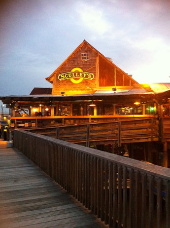 Sculley's Boardwalk Grille: Exterior of restaurant