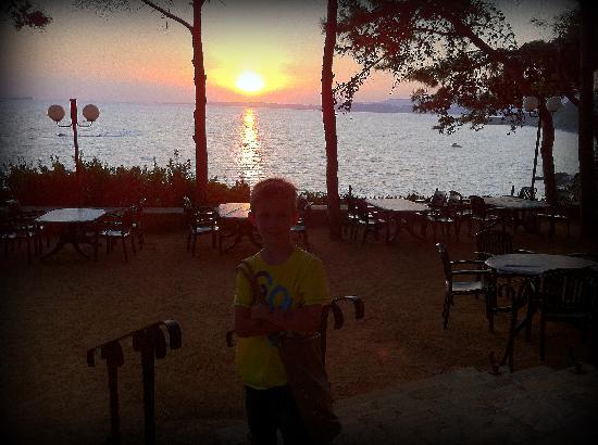 White Rocks Hotel & Bungalows: Fantastic sunsets