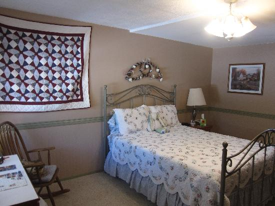 Peach Valley Lodge Bed and Breakfast : Nice , comfortable bedding