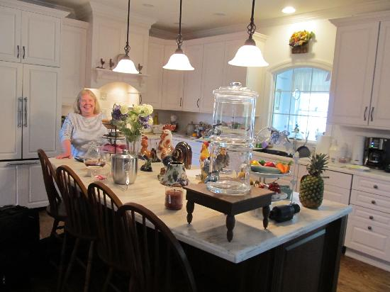 Another World Bed and Breakfast: Linda's welcoming kitchen