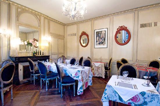 Le Petit Manoir : la 1ere salle intérieure