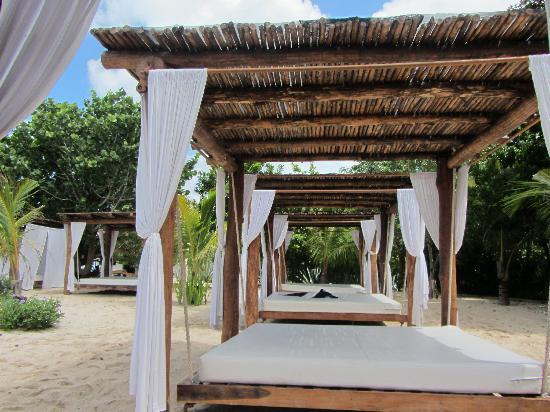 Mr Sanchos Beach Club Cozumel: Swinging bed