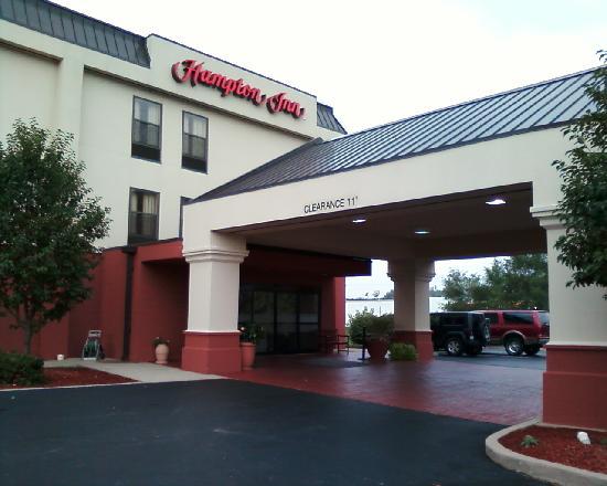 Hampton Inn Shelbyville: Entry