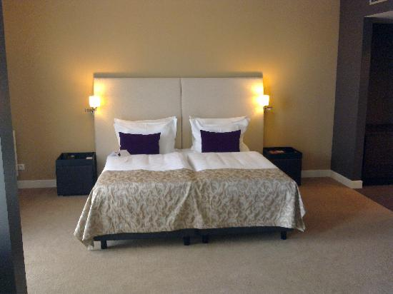 The Rilano Hotel München: Bedroom with a large and comfy bed!