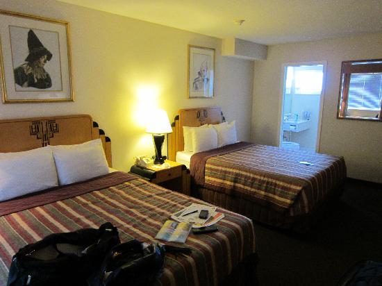 Metropolitan Inn: room
