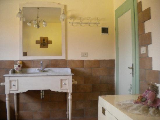 B&B Al Buonumore: sala da bagno con vasca jacuzzi