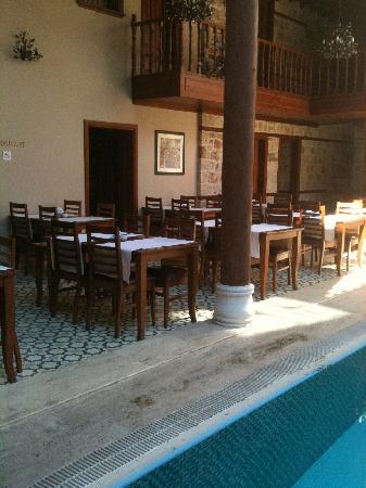 Mediterra Art Hotel : la piscina