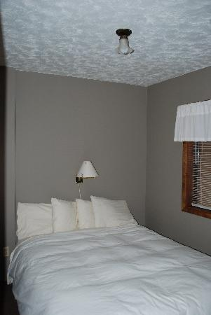 Black Mountain Lodge: new bedding in all units!