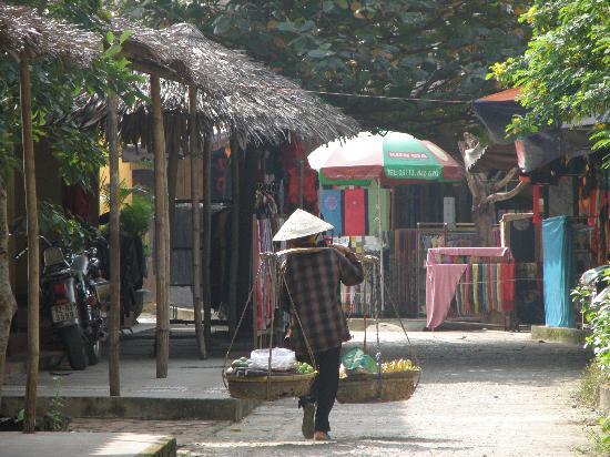 Hoi An, Vietnam: Calle y venta ambulante