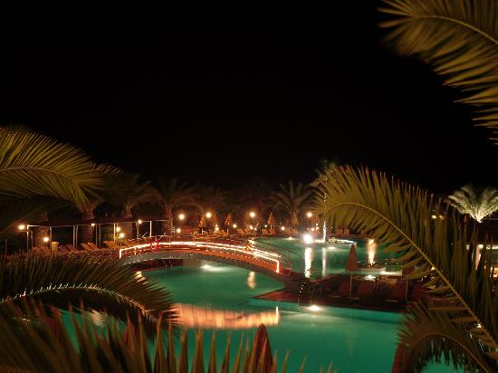 Atlantica Porto Bello Beach : La piscina di sera