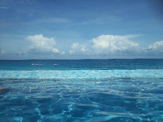 Sun Palace: Infinity Pool!