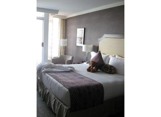 Pinnacle Hotel At The Pier: Room is lovely and clean with very comfortable bed