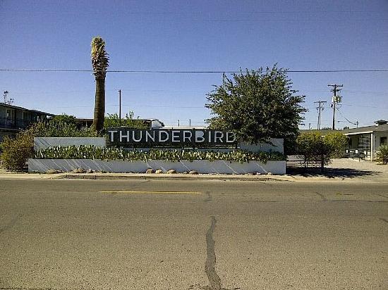 Thunderbird Hotel: Front