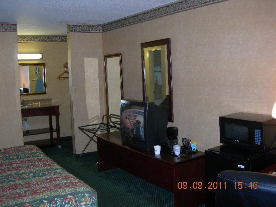 Days Inn And Suites York: Main room view