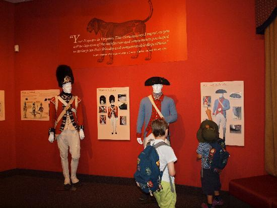 Saratoga National Historical Park: Exhibit on animals in the war