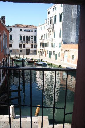 Hotel Al Sole: Canal View 2