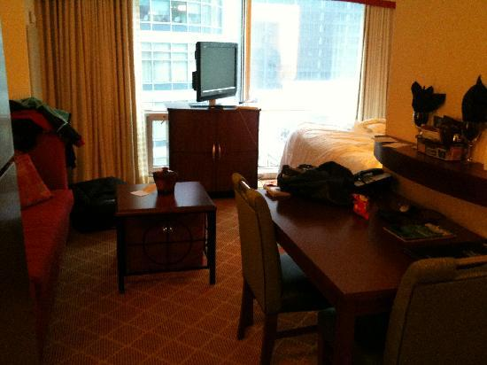Residence Inn Chicago Downtown/River North: Room 904 - smaller than expected