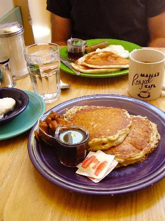 Mama's Royal Cafe: pancakes, grilled peach compote, real maple syrup