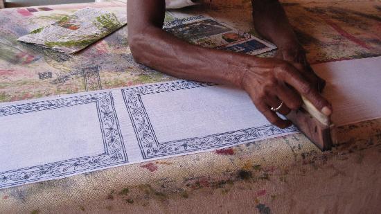 Museo Anokhi de Manuscritos: block printing on fabric at the Anokhi museum