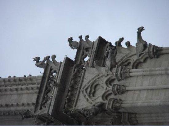 มหาวิหารน็อทร์-ดาม: Gargoyles on the exterior