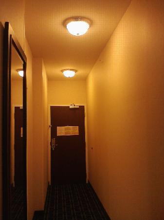 Fairfield Inn & Suites Harrisburg West: the long corridor next to the elevator