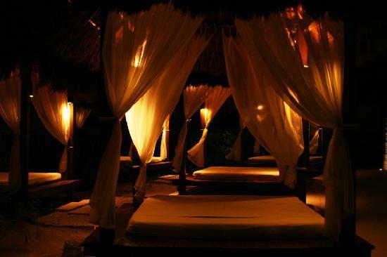 Dreams Riviera Cancun Resort & Spa: poolside cabanas