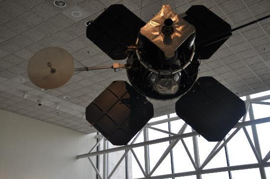 พิพิธภัณฑ์อากาศและอวกาศแห่งชาติ: Satelites over our heads