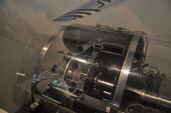 พิพิธภัณฑ์อากาศและอวกาศแห่งชาติ: Turbines on details moving around the world