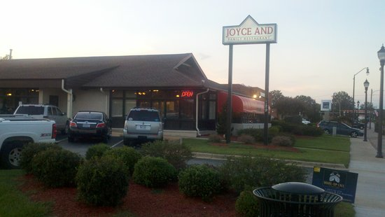 ‪Joyce & Family Restaurant and Catering‬