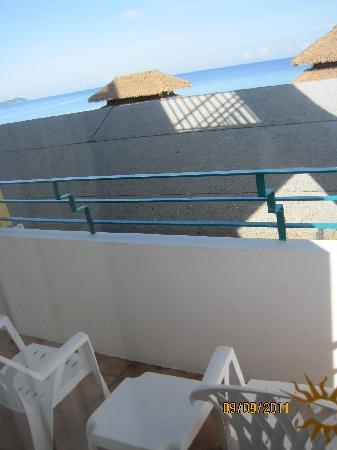 Sunscape Splash Montego Bay : Sit on These Chairs and See the Roof in front of you.